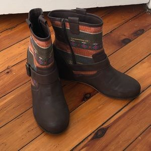 80%20 hidden wedge boots